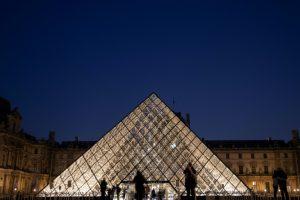 La pirámide del Louvre, de la controversia al aplauso unánime