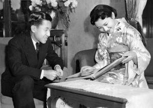 Akihito, primer emperador japonés en abdicar en dos siglos